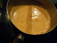 チャイの作り方~砂糖を入れてさらに煮出す